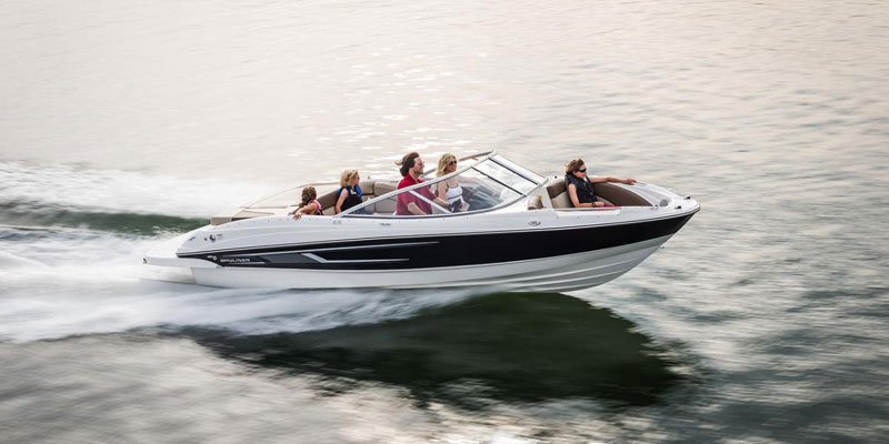 Four Winns Boat Rental near Vernon on Kalamalka Lake