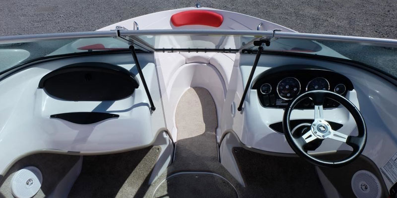front interior of Four Winns 18 foot boat rental